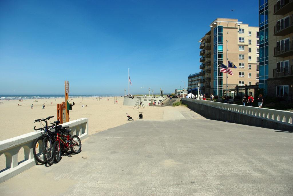 seaside-promenade-by-the-beach-in-oregon