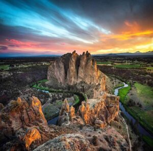 Smith Rock State Park - Photo by @weownthemoment