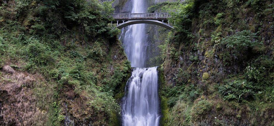 Multnomah Falls Re-opens