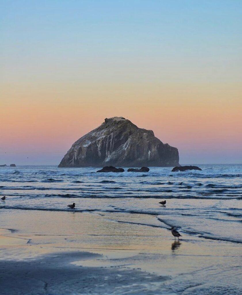 Bandon Beach, Oregon - photo by @marlowww