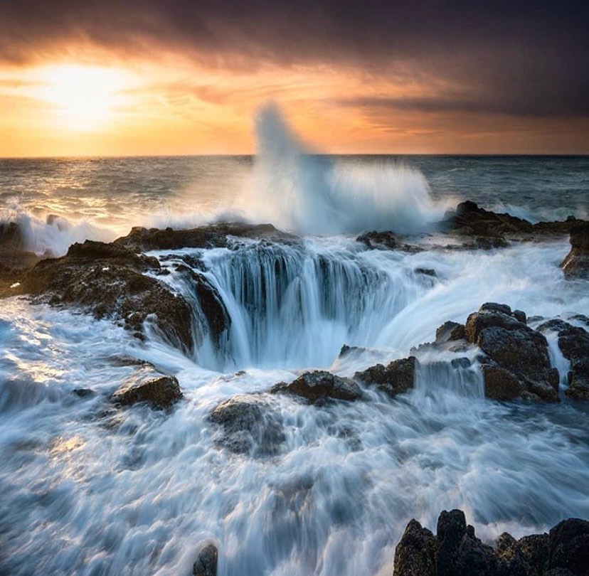 Thor's Well - photo by @weownthemoment